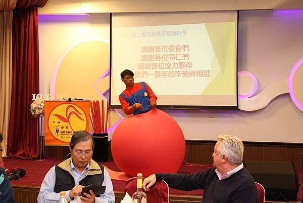 高雄尾牙春酒主持人+魔術表演+舞團熱舞+人入大氣球#中宇環保 (2).jpg