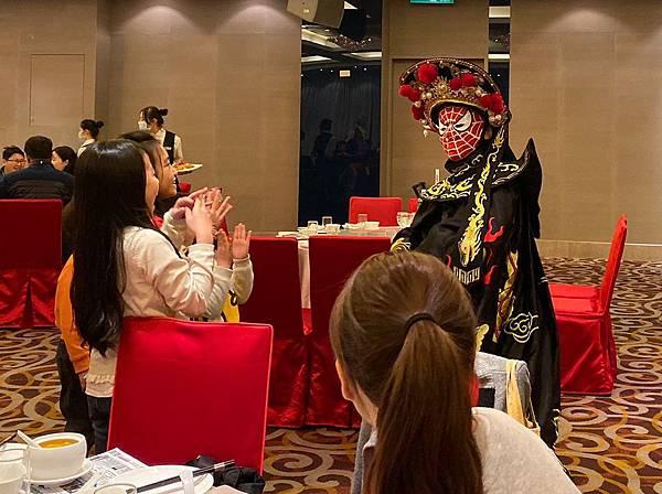 高雄秉耿春酒小丑表演+魔術表演+川劇變臉+大型道具-晶綺盛宴博愛館 (2).jpg