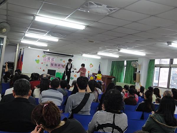 2011過港幼稚園重陽節兩百人魔術教學 (3).jpg