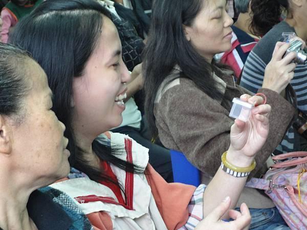 2011過港幼稚園重陽節兩百人魔術教學 (15).jpg
