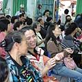 2011過港幼稚園重陽節兩百人魔術教學 (16).jpg
