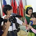 2011過港幼稚園重陽節兩百人魔術教學 (48).jpg