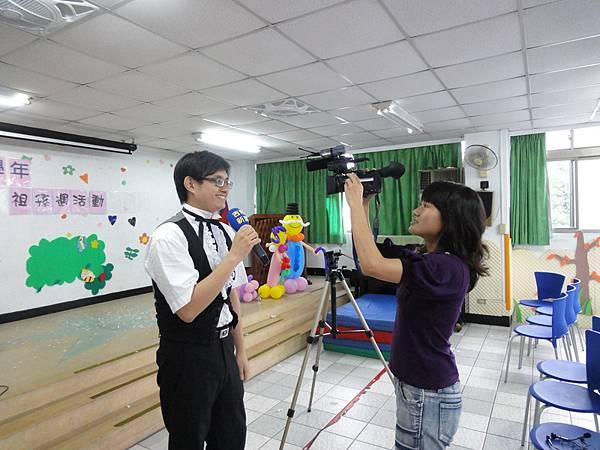 2011過港幼稚園重陽節兩百人魔術教學 (51).jpg