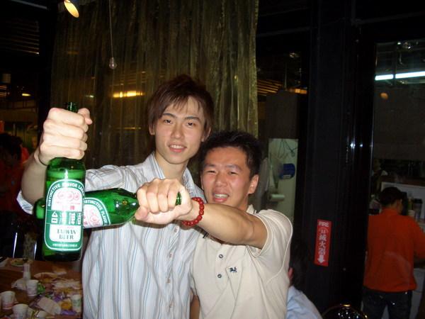 第18梯合影(95下)_酒矸二人組