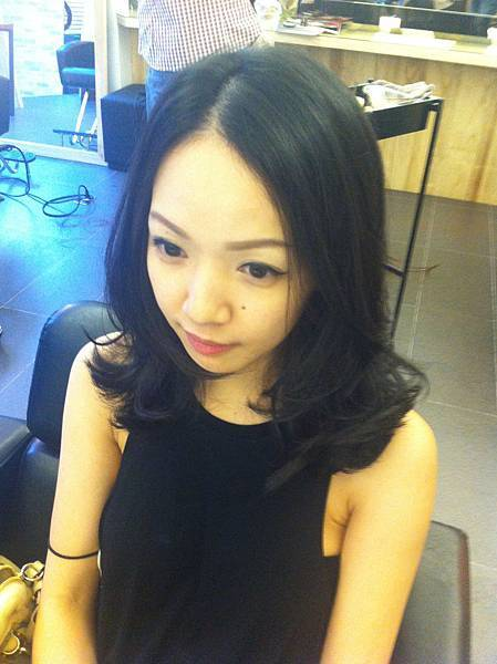 台北 東區剪髮 magic 小隆,俏麗及肩長髮.˙˙˙微微的捲....微微的翹,又不失柔美