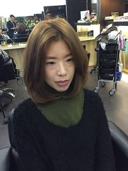 台北東區推薦染髮小隆.霧色系列~珍珠奶茶灰染髮~