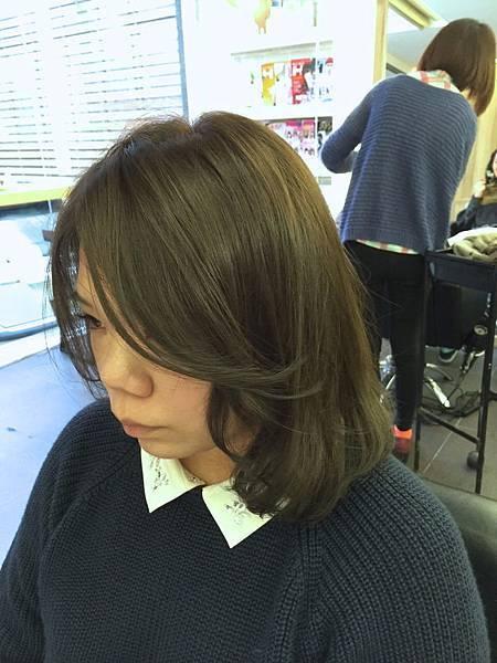 台北東區小隆推薦染髮新色系,冷霧棕紫灰色調