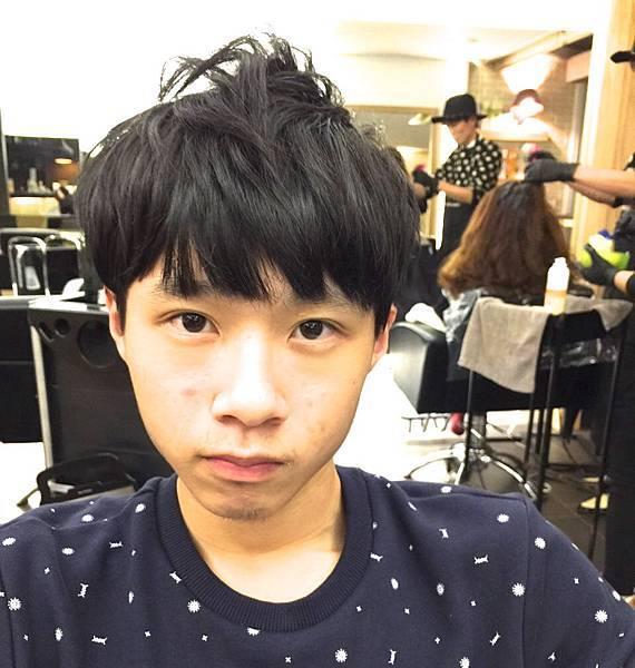 台北東區小隆推薦剪髮,自然卷男性Bob剪髮
