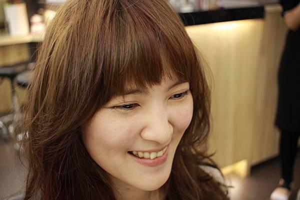 台北.東區染髮.小隆推薦~冷棕色系片染亮紫色~染髮分享