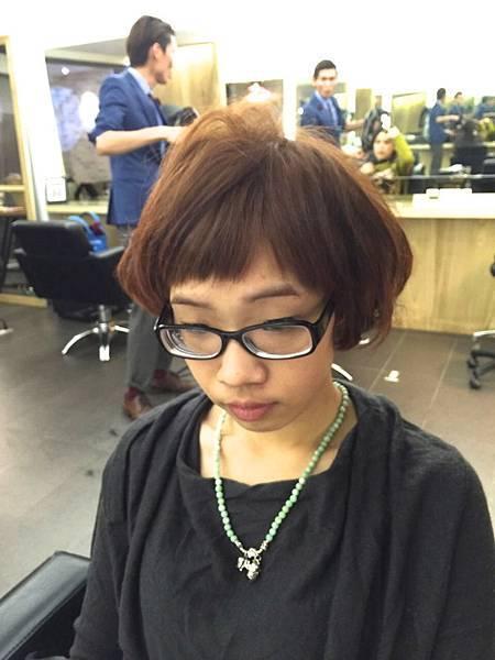 瀏海剪過頭.女性剪髪