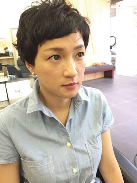 有如小男生般.淘氣俏皮感覺的女性短髮.東區剪髮小隆推薦magic.salon