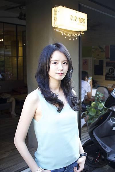 深邃之秋來臨了~妳還沒換新髪色嗎?[黑紫色係染髮]台北東區剪髮染髮小隆作品分享