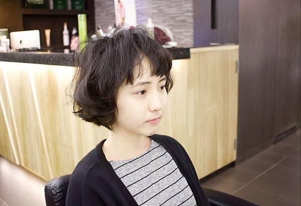 『人氣感大大攀升的髮型~外國人氛圍髮型~台北東區剪髮小隆分享.magic salon 魔髪推薦』