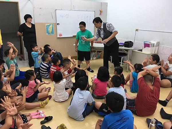 0704高雄成大補習班魔術課程講師 (1).JPG