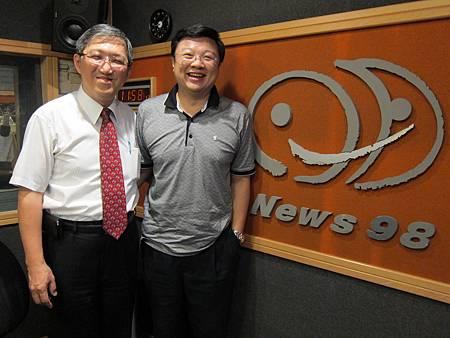 飛碟News98專訪溫醫師.JPG