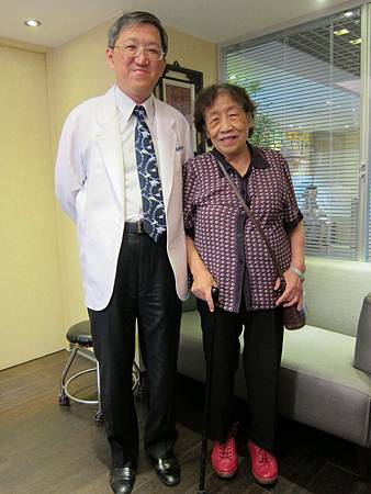 93歲林雪芳治療後