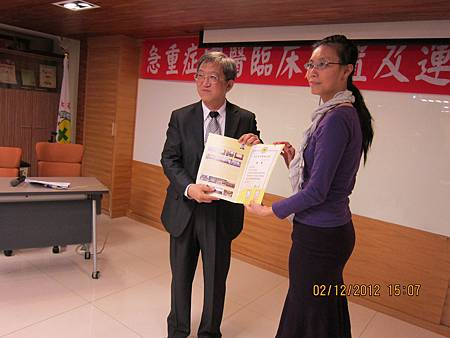 中醫師公會頒贈聘書予溫崇凱中醫師