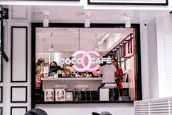 與其說是咖啡店,不如說像是美美的概念展示間