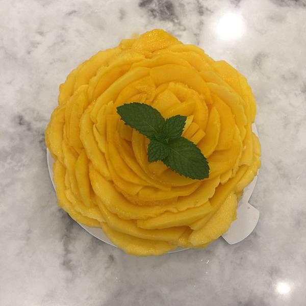 芒果花蛋糕看起來就超級過癮的