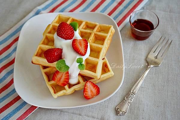 鮮奶油草莓鬆餅.JPG