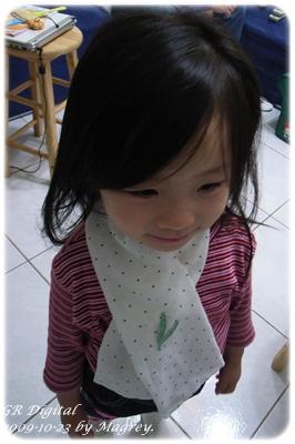 白底水玉幼兒圍巾3.JPG