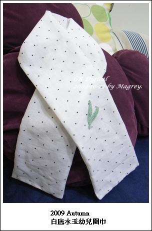 白底水玉幼兒圍巾1.JPG
