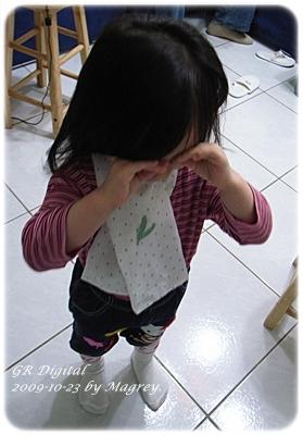 白底水玉幼兒圍巾2.JPG