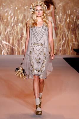 Anna Sui S/S 2011 : Lily Donaldson