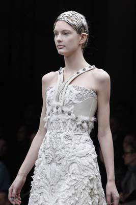 Alexander McQueen F/W 2011 - Patricia van der Vliet