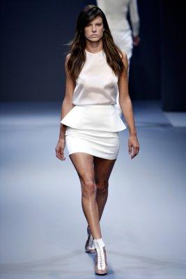 Hakaan S/S 2011 : Alessandra Ambrosio