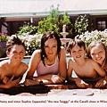 小時候的Gemma與姐姐及弟弟