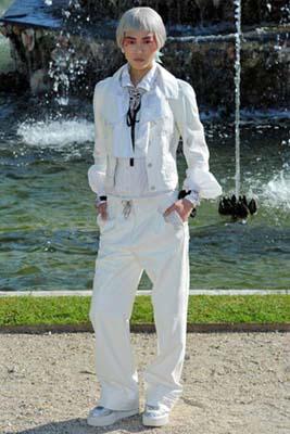 Chanel Cruise 2013 Versailles - Liu Wen