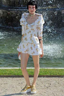 Chanel Cruise 2013 Versailles - Niume Smit