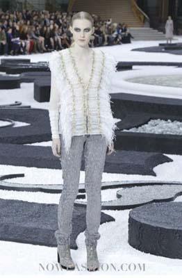 Chanel S/S 2011 : Julia Nobis