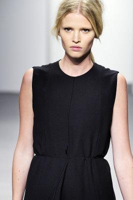 Calvin Klein S/S 2011 : Lara Stone