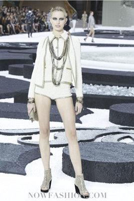 Chanel S/S 2011 : Karolina Kurkova