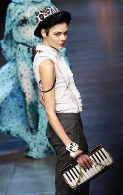 Dolce & Gabbana F/W 2011 - Kinga Rajzak