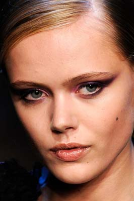 Jason Wu S/S 2011 : Frida Gustavsson
