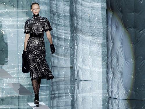 Marc Jacobs F/W 2011 - Frida Gustavsson