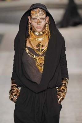 Givenchy Haute Couture F/W 09.10 - Leticia Alterbernd