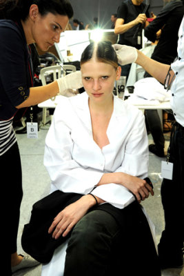 Givenchy Haute Couture F/W 09.10 - Lara Stone