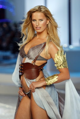 Victoria's Secret Fashion Show 2008 - Karolina Kurkova