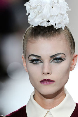 Marc Jacobs S/S 2010 - Maryna Linchuk