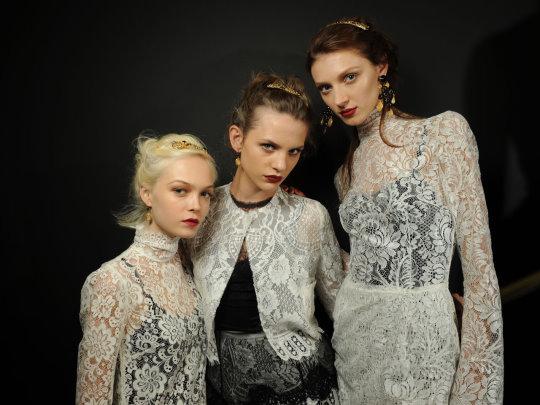 Dolce & Gabbana S/S 2010 - Siri Tollerod,Regina Feoktistova and Olga Sherer