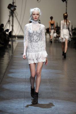 Dolce & Gabbana S/S 2010 - Siri Tollerod