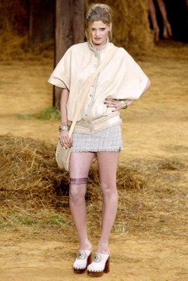 Chanel S/S 2010 - Lara Stone