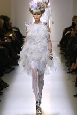 Chanel HC S/S 2010 - Lara Stone