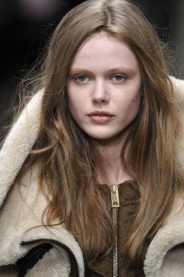 Burberry Prorsum F/W 2010 - Frida Gustavsson