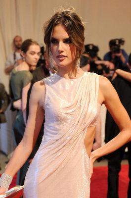 Met Gala 2010 - Alessandra Ambrosio