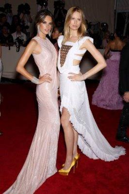 Met Gala 2010 - Alessandra Ambrosio & Karolina Kurkova